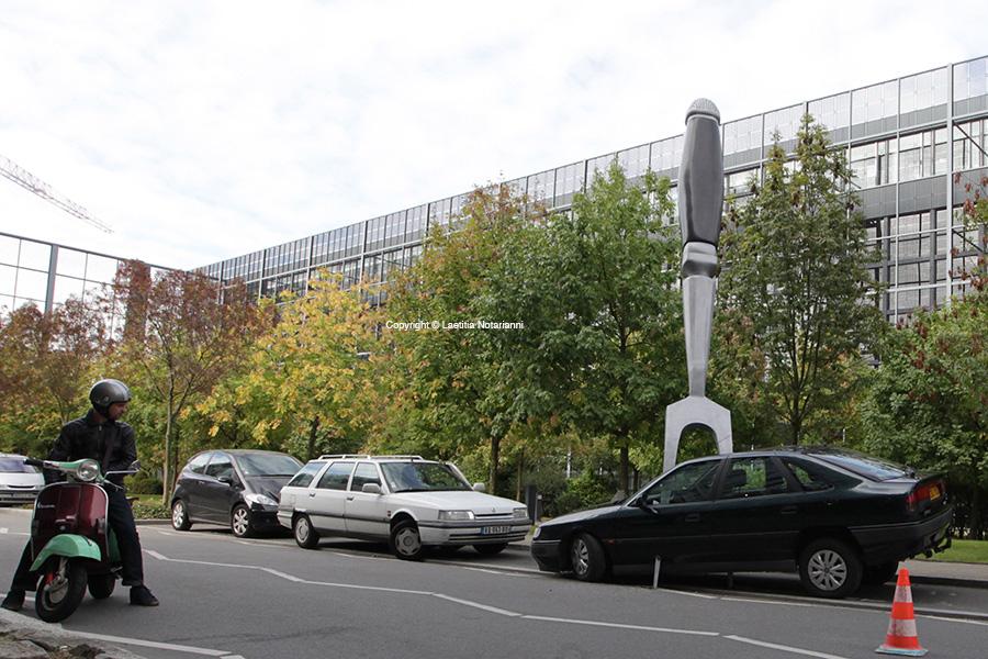 """La compagnie Royal de Luxe a installée à Nantes une étrange voiture piquée d'une fourchette, intitulée 'amuse-gueule pour IDM"""" pour un happening commercial le 7 octobre 2011. Photo by Laetitia Notarianni/ABACAPRESS.COM"""
